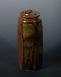 Jeff van den Broeck, Tall pot, stoneware, 2019